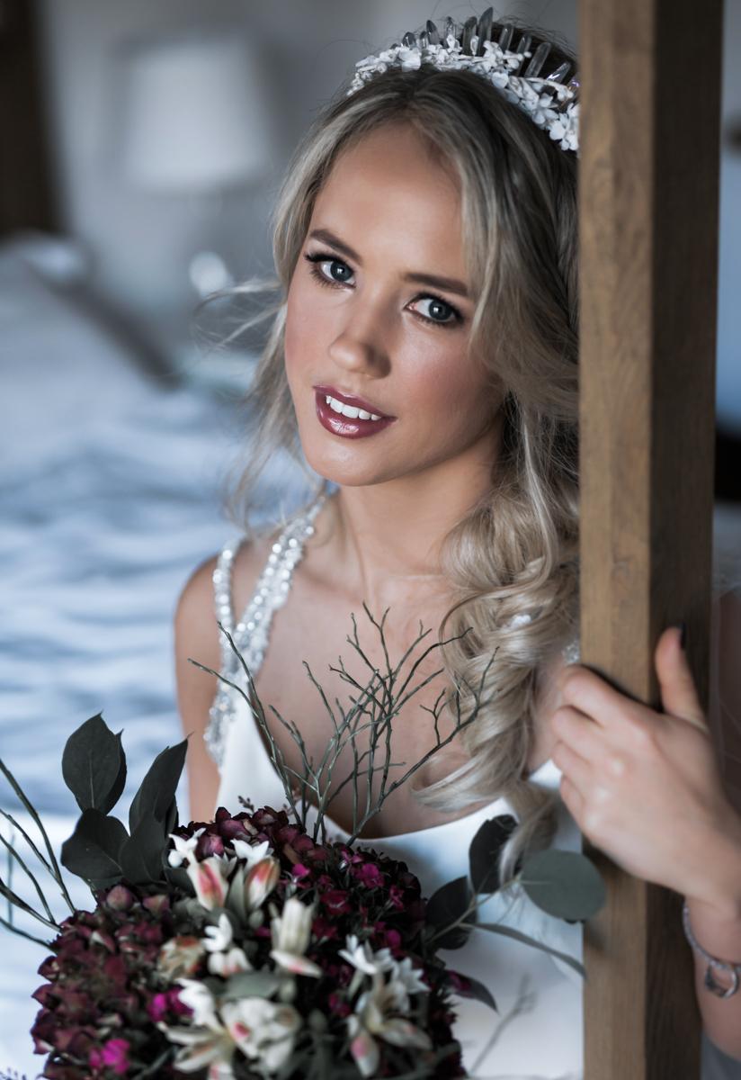 December Wedding Flowers – Kiri & Will