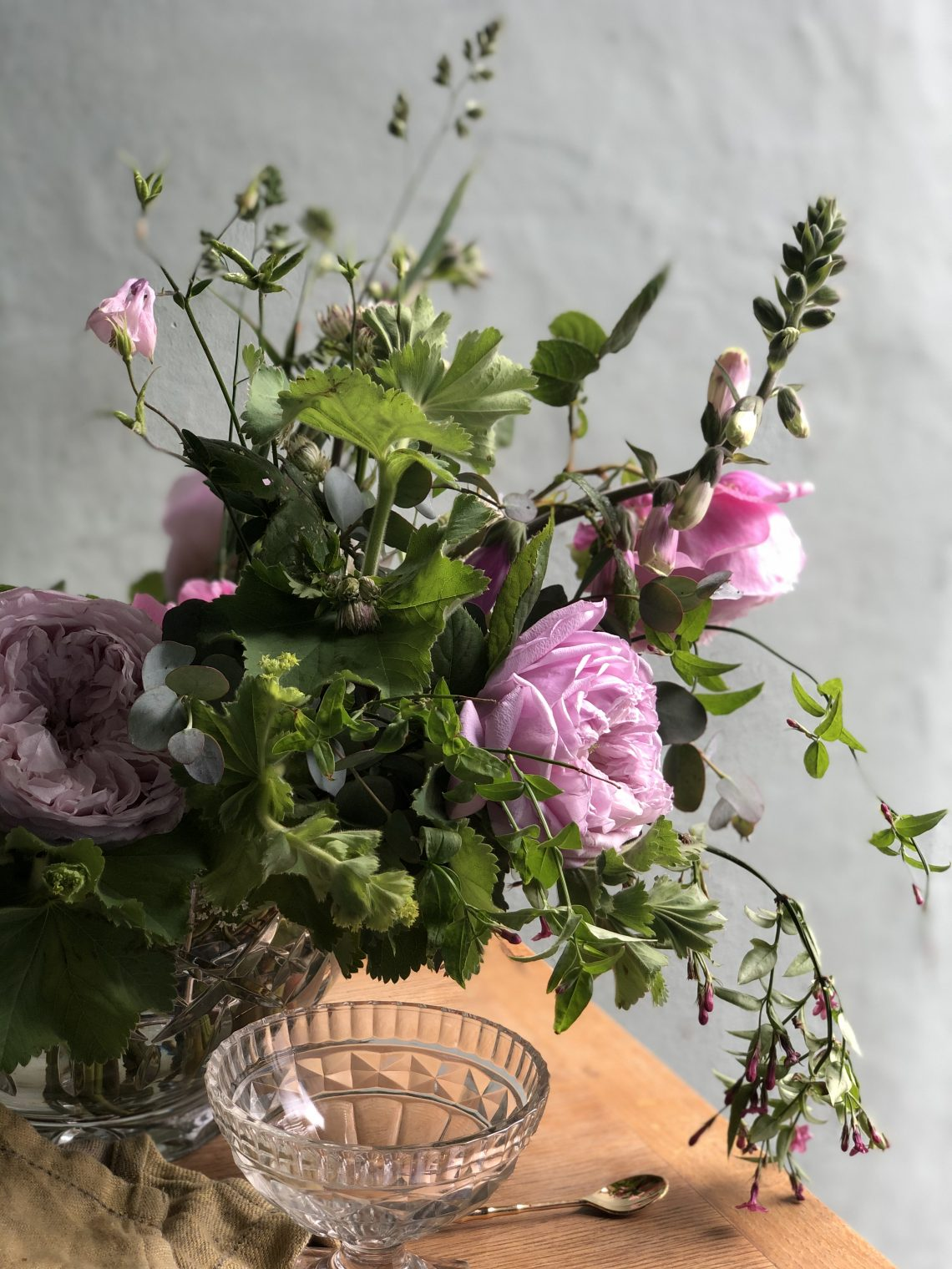 What's in bloom in June? June wedding flowers, UK