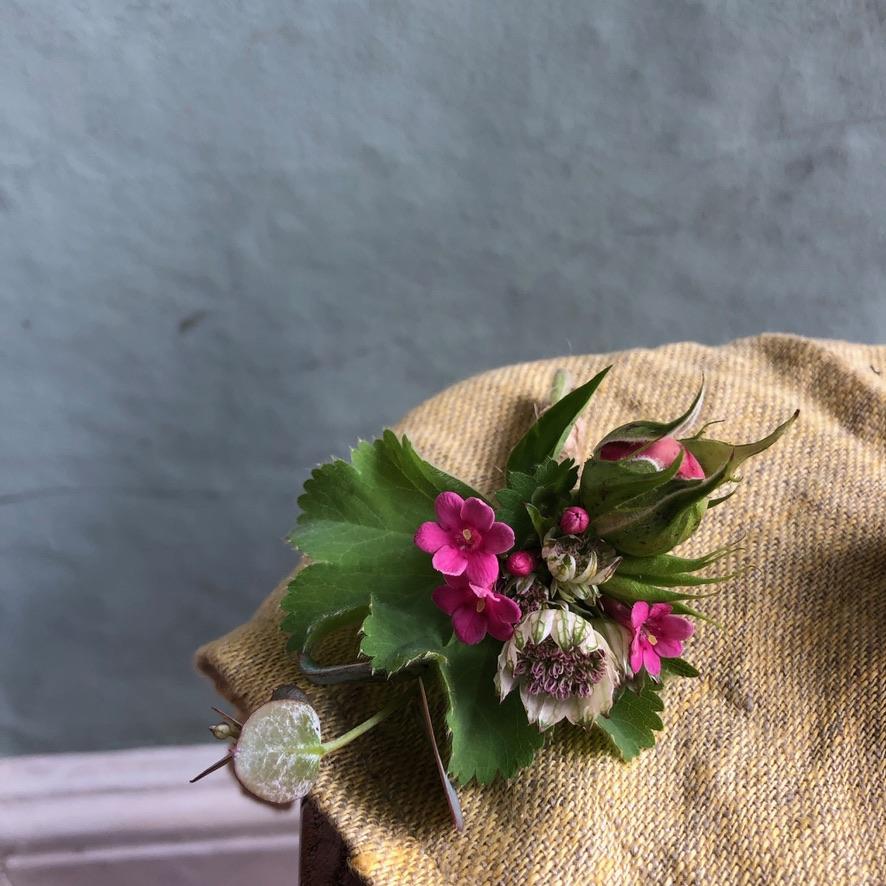 buttonholes workshop hen do flowers